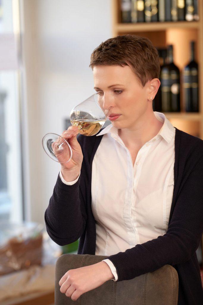 Katharina Widhalm Weinverkosten WeinIdeenHonsig